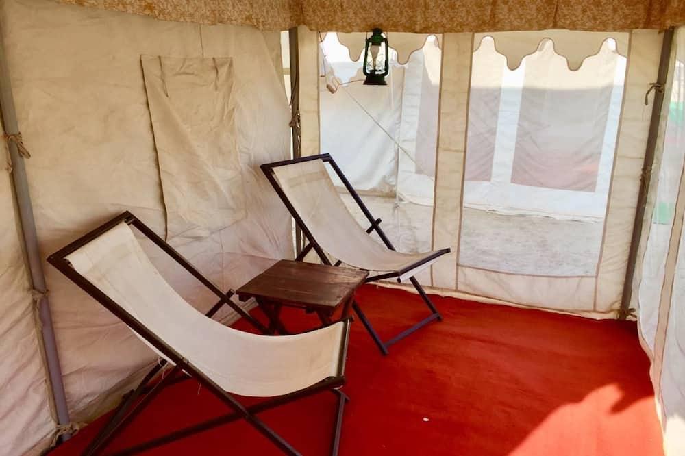 خيمة ديلوكس - سرير ملكي - منطقة المعيشة