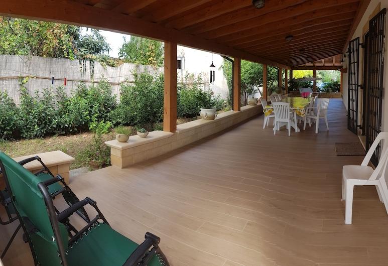 Luxurious villa at shore, Altavilla Milicia, Terrasse/patio