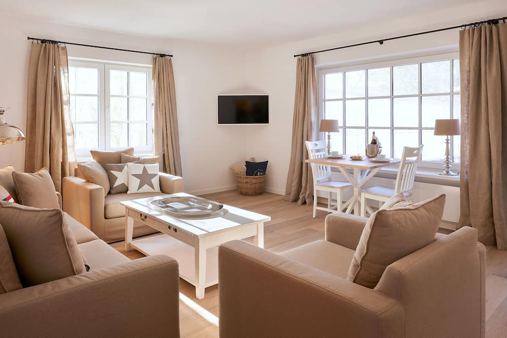 Suite, Terrace (White Pearl) - Living Area