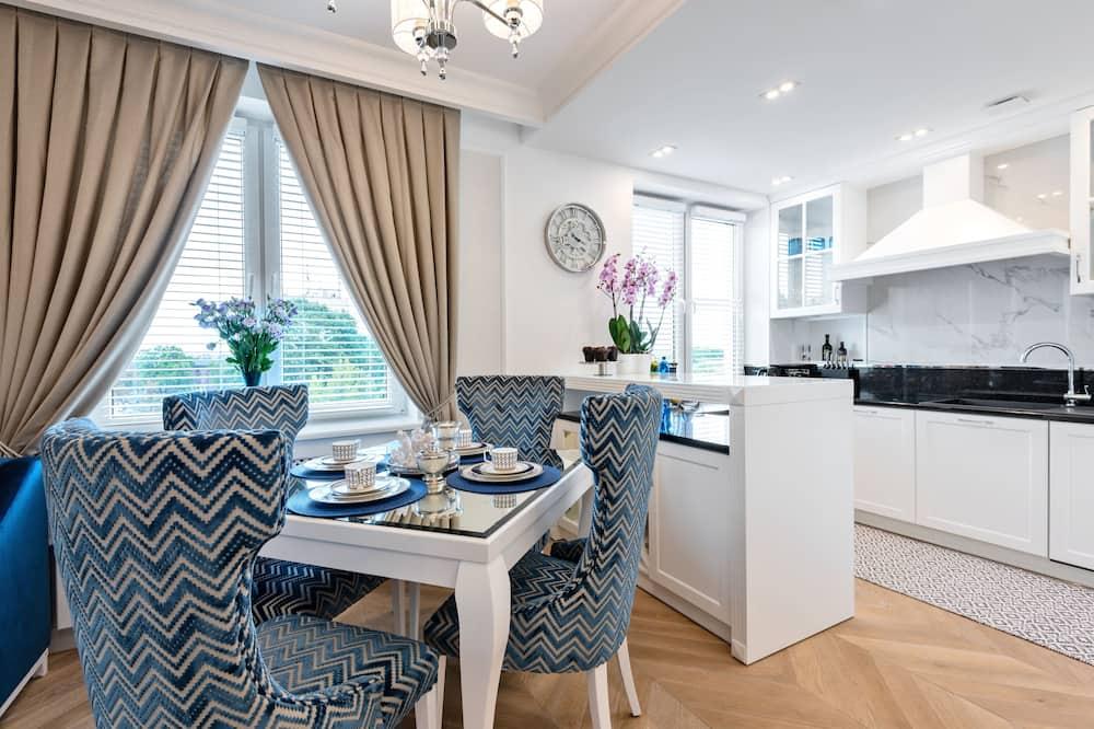 Premium Apartment, 1 Katil Raja (King) dengan Katil Sofa, Non Smoking, City View - Ruang Tamu