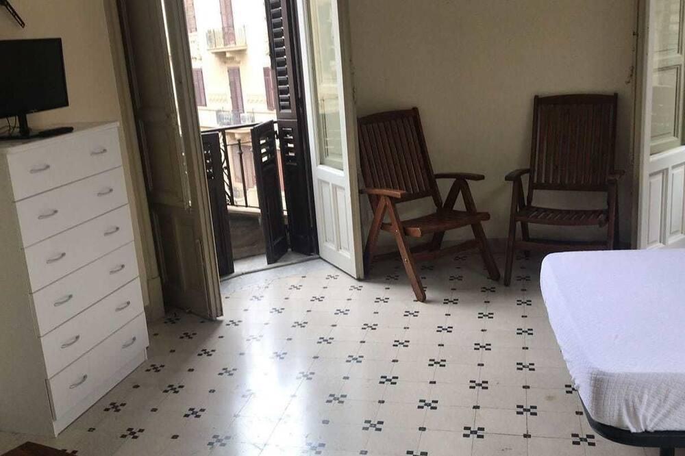 Tweepersoonskamer, voor 1 persoon, gemeenschappelijke badkamer - Kamer
