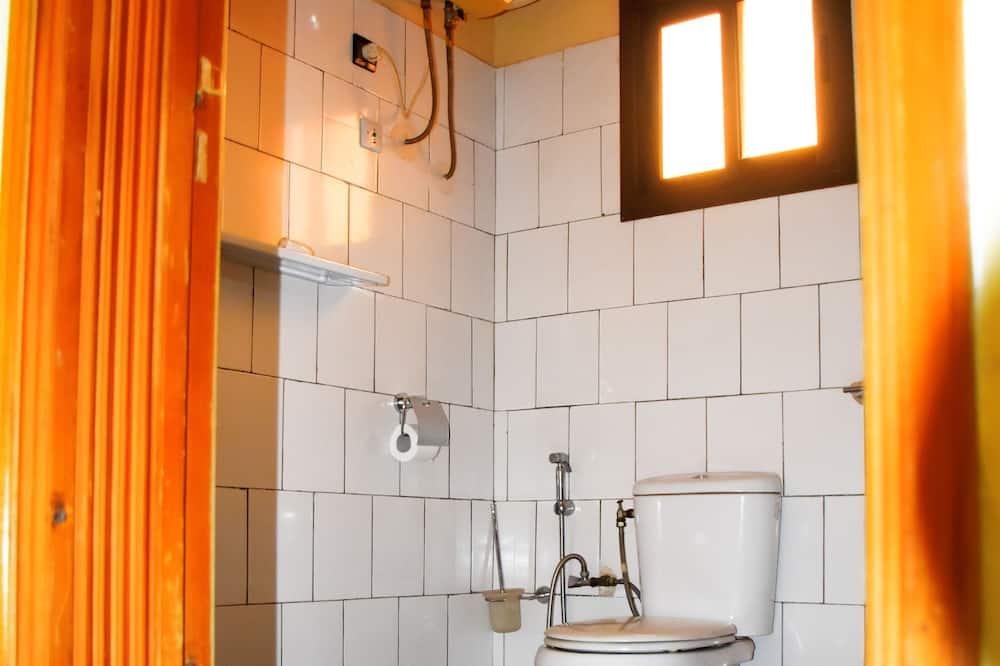 ห้องซูพีเรียดับเบิล, เตียงควีนไซส์ 1 เตียง, ปลอดบุหรี่, วิวเมือง - ห้องน้ำ