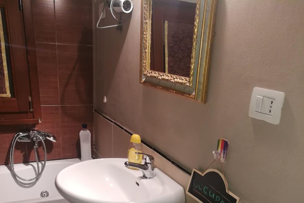 Habitación cuádruple, baño compartido - Baño