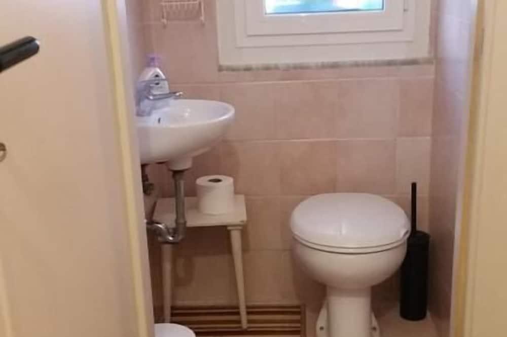 Camera quadrupla, bagno condiviso - Bagno