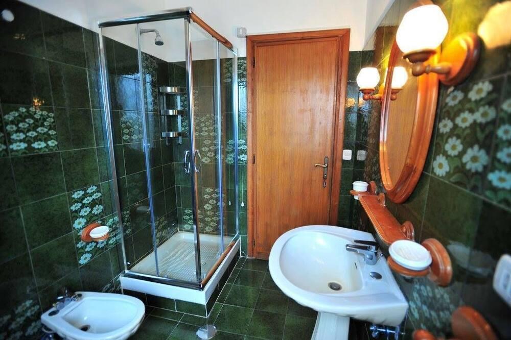 Двухместный номер с 1 двуспальной кроватью, вид на сад (extra bed) - Ванная комната