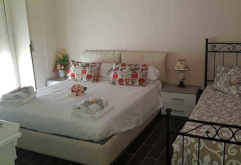 La casa di Ercole B&B, Ercolano, Comfort-Dreibettzimmer, Mehrere Betten, Gemeinschaftsbad, Zimmer