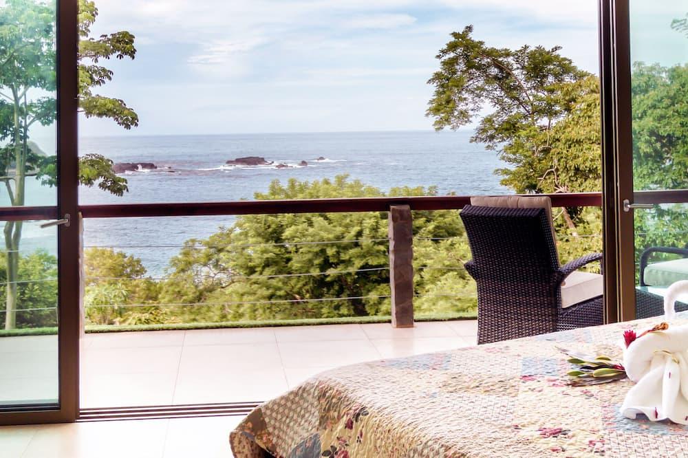 Liukso klasės apartamentai, 1 didelė dvigulė lova ir 1 sofa-lova, vaizdas į jūrą - Vaizdas iš balkono
