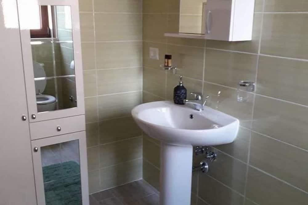 Dvoulůžkový pokoj, výhled na město - Koupelna