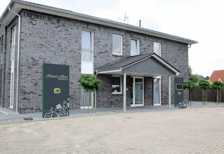 Köhncke's Landgasthof und Hotel, Wiefelstede, Hadapan Hotel