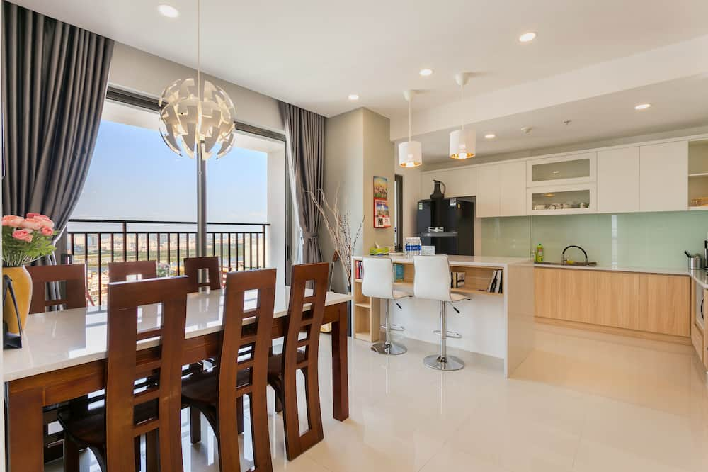 Comfort Apartment, 3 Bedrooms, City View, Tower - Living Room