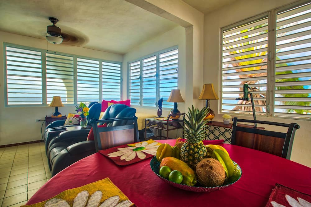 Panoramic Apartment, 1 Queen Bed, Non Smoking, Ocean View - Living Area