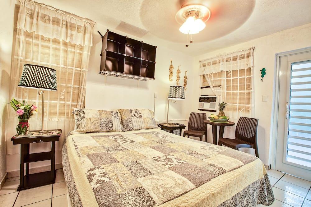 Economy Double or Twin Room, 1 Queen Bed, Non Smoking, Garden Area - Living Area
