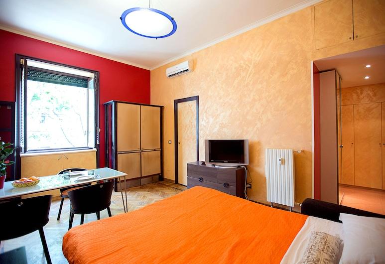 Loreto 1, Milan, Studio, Room