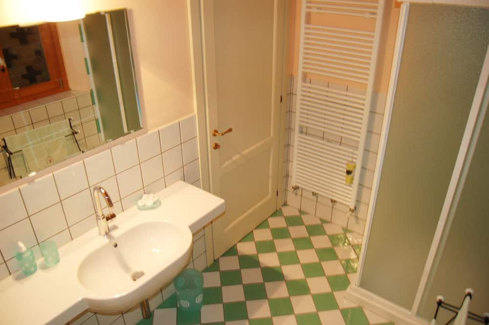 Dvivietis kambarys, vaizdas į kalvas - Vonios kambarys