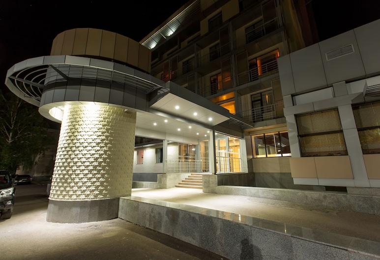 コスモノート ホテル, カラガンダ, ホテル エントランス