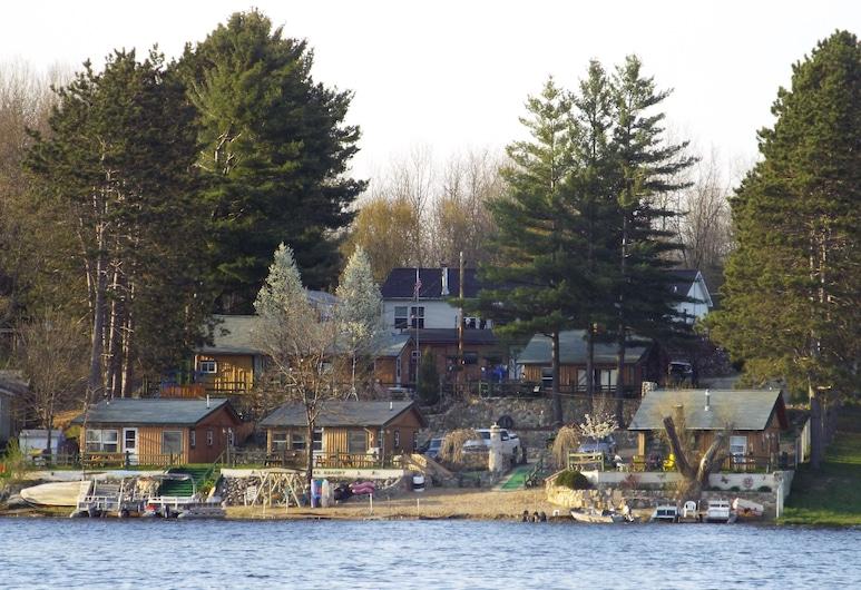 Crooked Lake Resort, Leika
