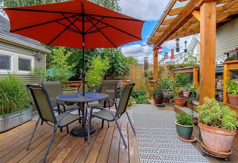 Estudio contemporáneo inspirado en Asia Cottage en el Everett Street Guesthouse, Portland, Terraza o patio