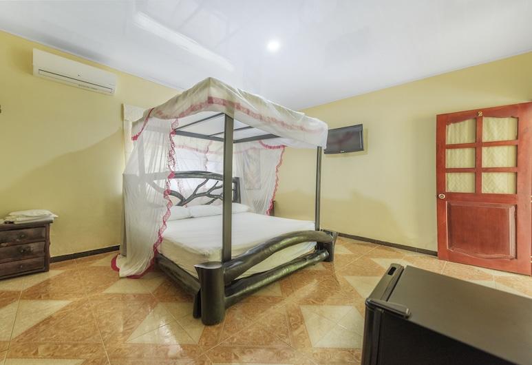 Hotel Adobe, Restrepo