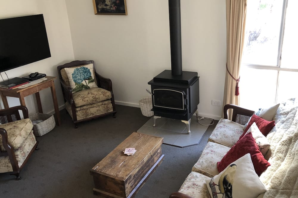 Family Cottage, Multiple Beds, Non Smoking, Garden View - Living Area
