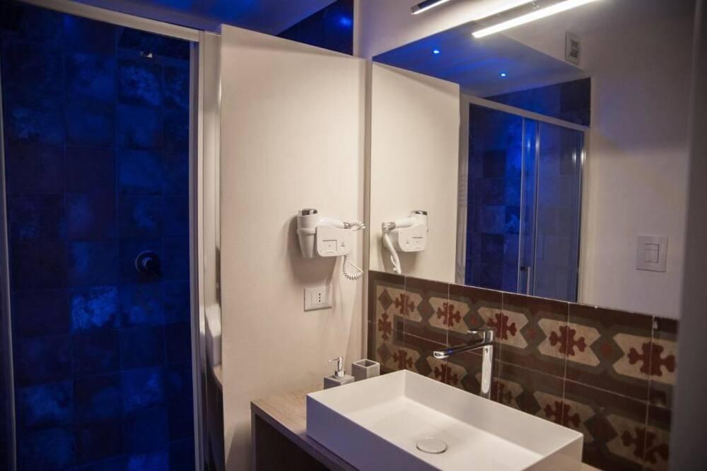 Deluxe-Doppelzimmer, Balkon (2) - Badezimmer