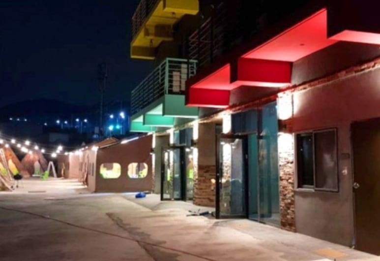 Black Beach Pension, Yeosu, Hotel Front – Evening/Night