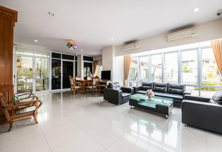 OYO 452 Purada Mansion, Chonburi, Lobby Sitting Area