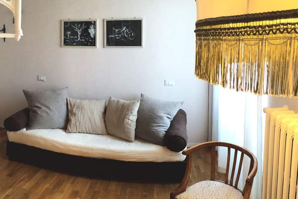 غرفة مزدوجة - سرير كبير - لغير المدخنين - غرفة معيشة
