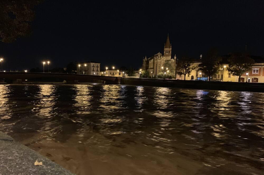 ロマンティック ルーム - ストリート ビュー