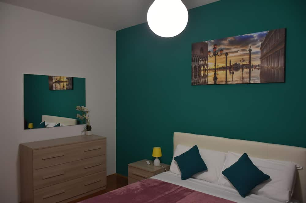 Double Room, 1 Queen Bed, Shared Bathroom - Guest Room