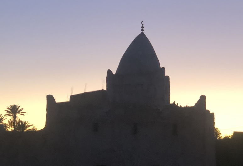 Oliban Kasbah , Тингхір, Фасад готелю (вечір/ніч)