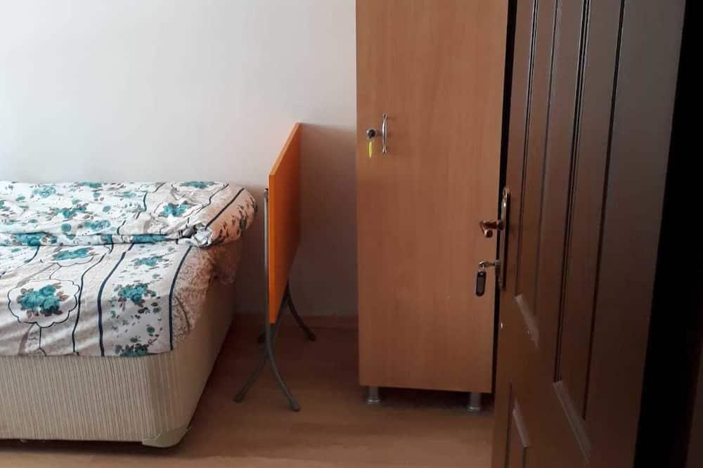 Basic Tek Kişilik Oda, Ortak Banyo - Oturma Alanı