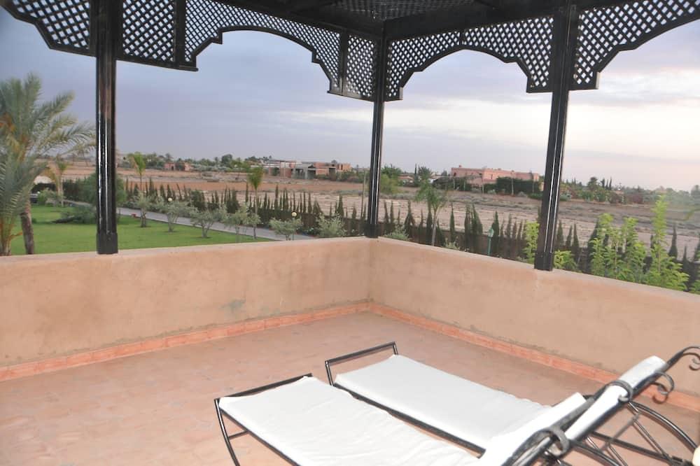 Rodinné apartmá, více lůžek, soukromá koupelna, výhled do zahrady - Výhled do zahrady