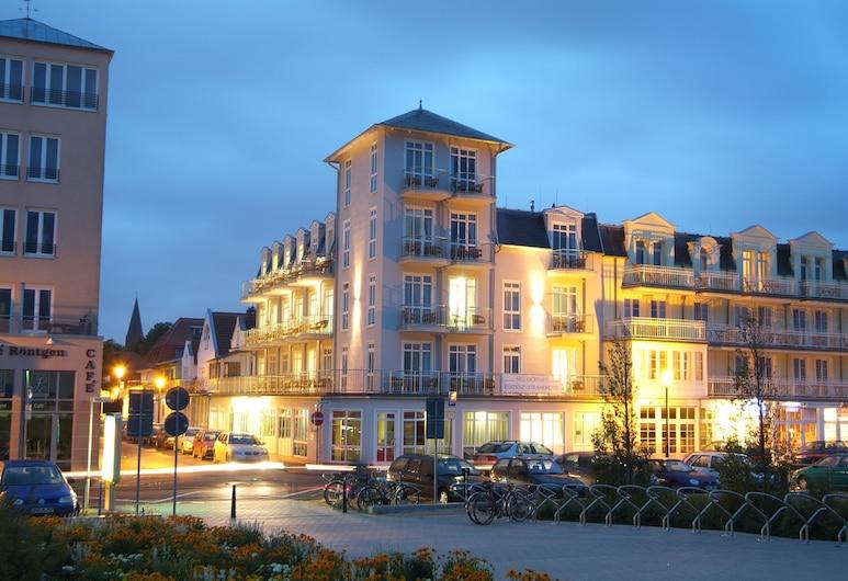 Residenz-Strandhotel, Rostock, Hotel Front – Evening/Night