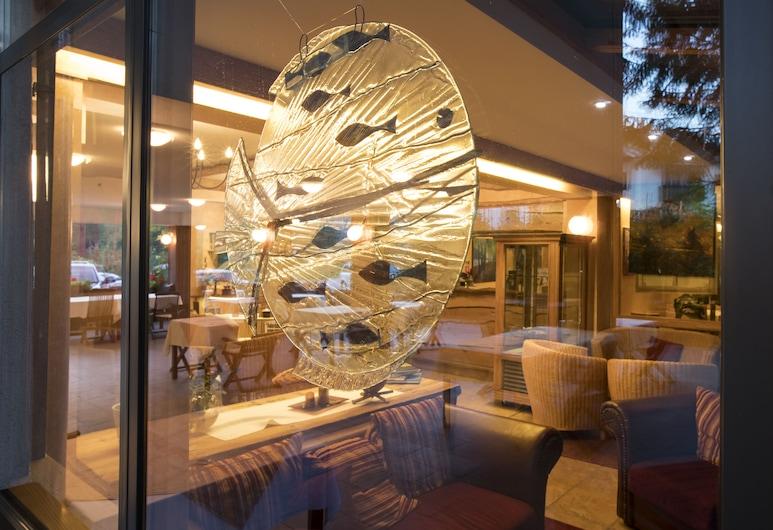 Hotel Kristal, בוהיני, מבט לכניסה מבפנים