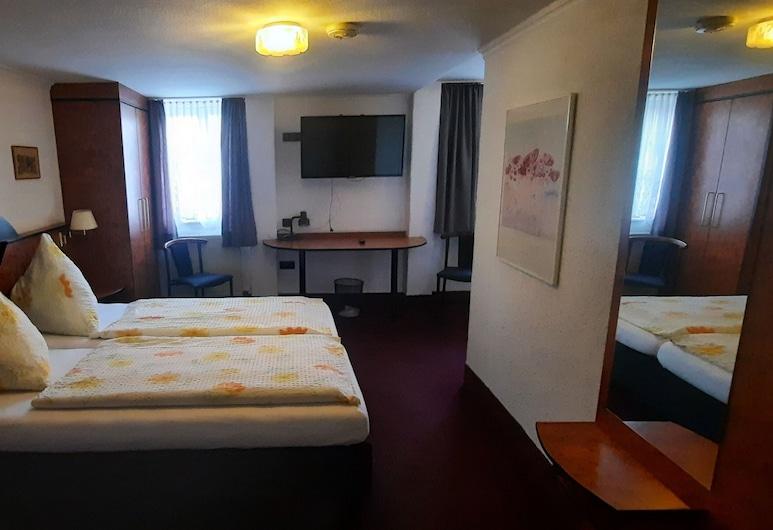 Hotel Corveyer Hof, Hoexter, Triple Room, Guest Room