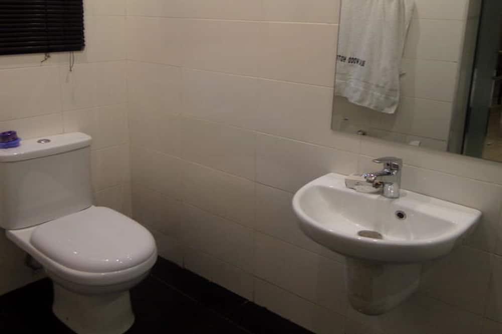 Deluxe Room, Non Smoking - Bathroom