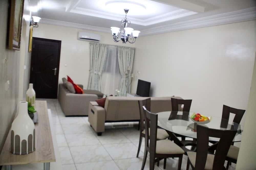 Senior Apartment, 2 Queen Beds - Living Area