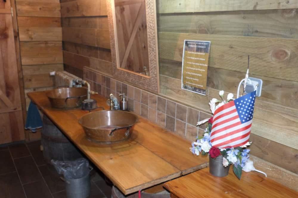 Family Room, Non Smoking (Sheriff) - Bathroom