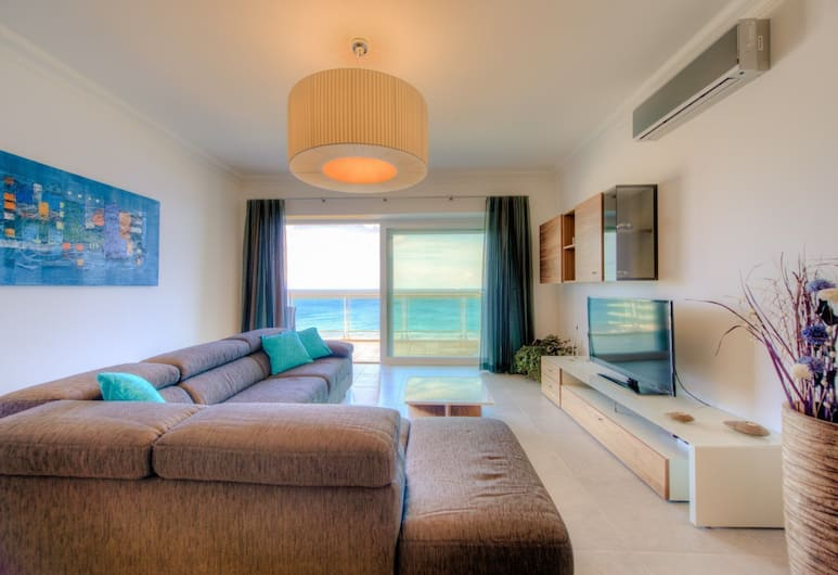 Seafront Luxury APT With Pool, Sliema
