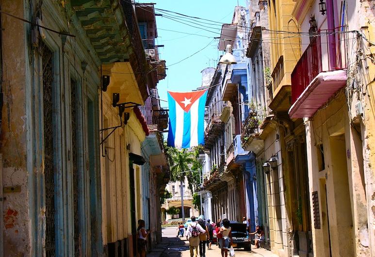 Empedrado 505, Havana, Exterior