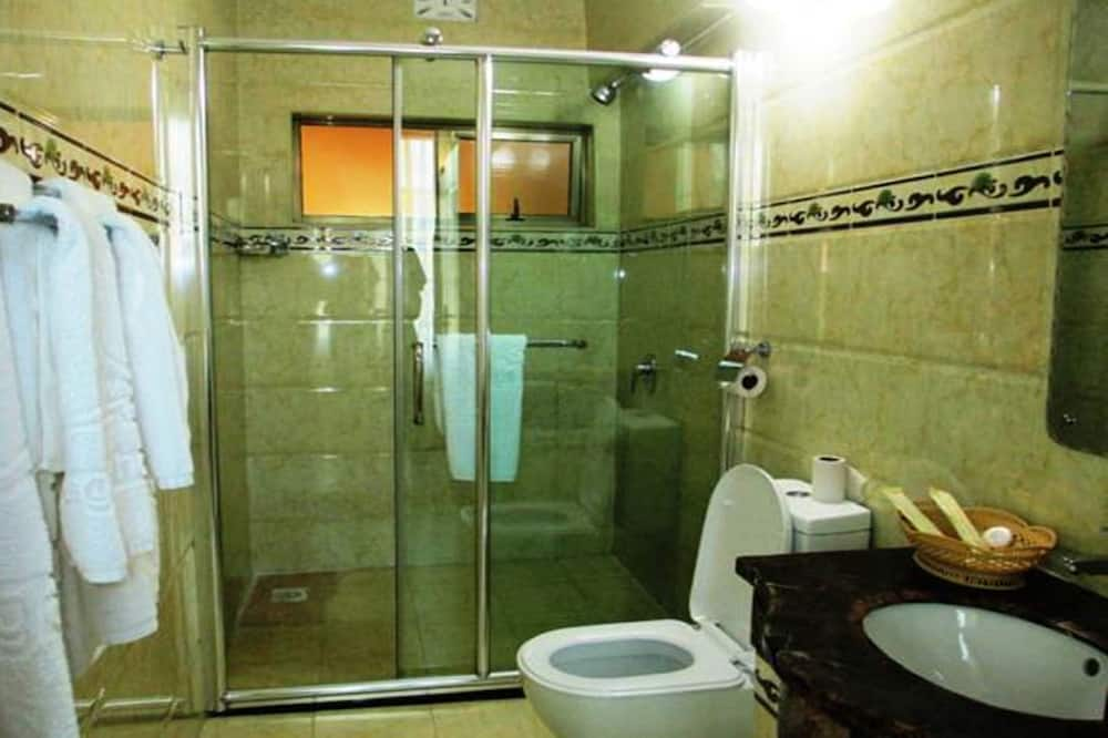 Standard Twin Room, Multiple Beds - Bathroom