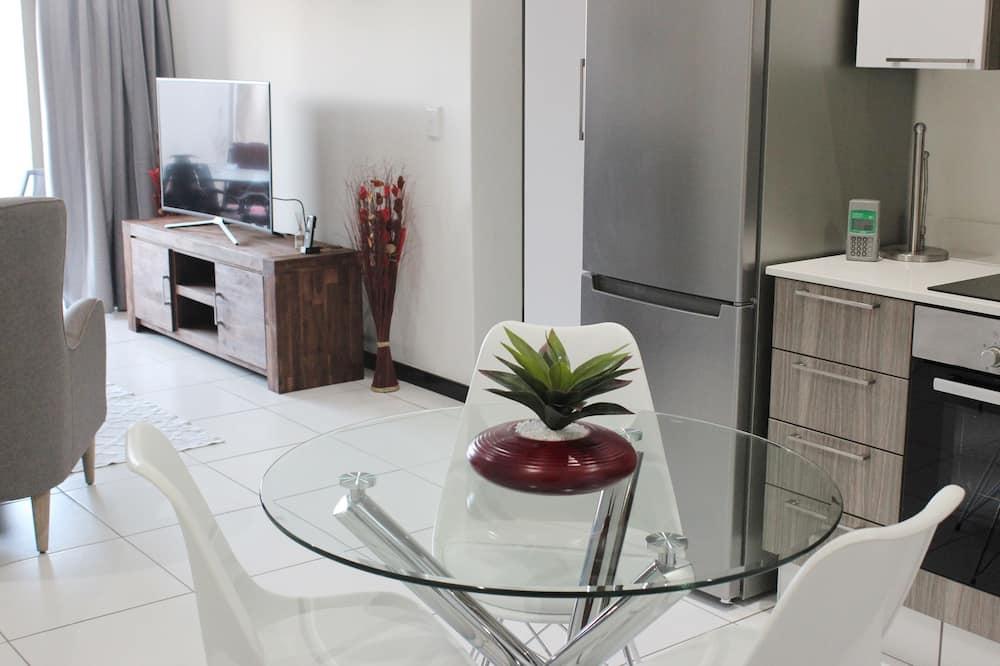 Comfort Condo, Multiple Beds, Non Smoking, Garden View - In-Room Dining