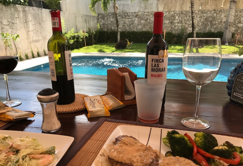YurInn, Cancun, Restaurang utomhus