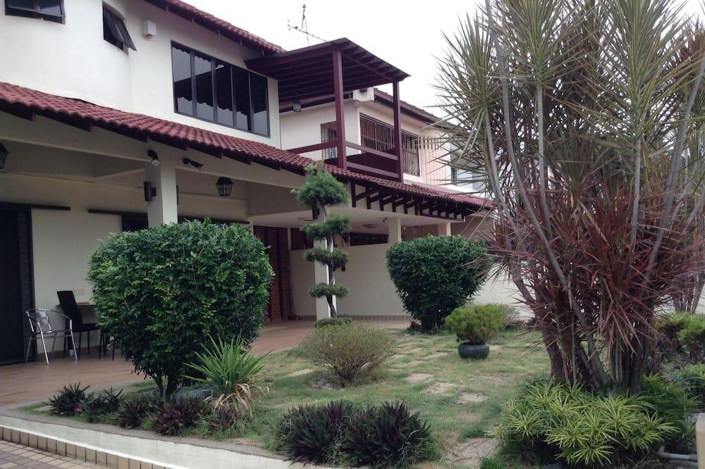 A&F Damansara Homestay