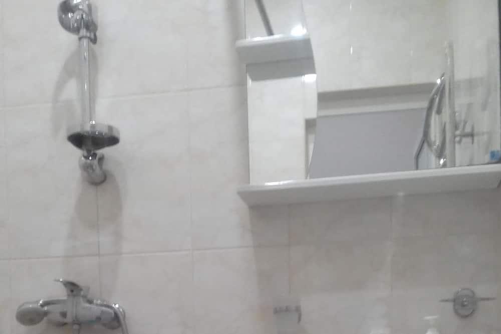 apartman, 1 kétszemélyes ágy, nemdohányzó - Fürdőszoba