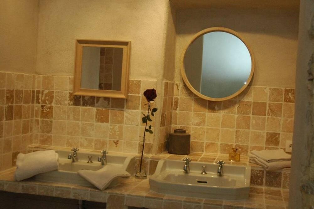 חדר לארבעה, מספר מיטות (La Sompe) - חדר רחצה
