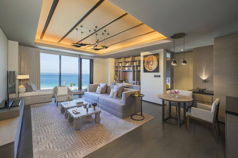 Palace Ocean Suite - Living Room