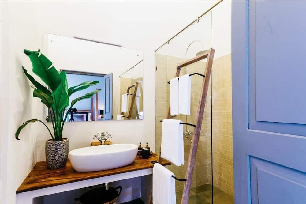 Habitación doble, vista al patio - Lavabo en el baño