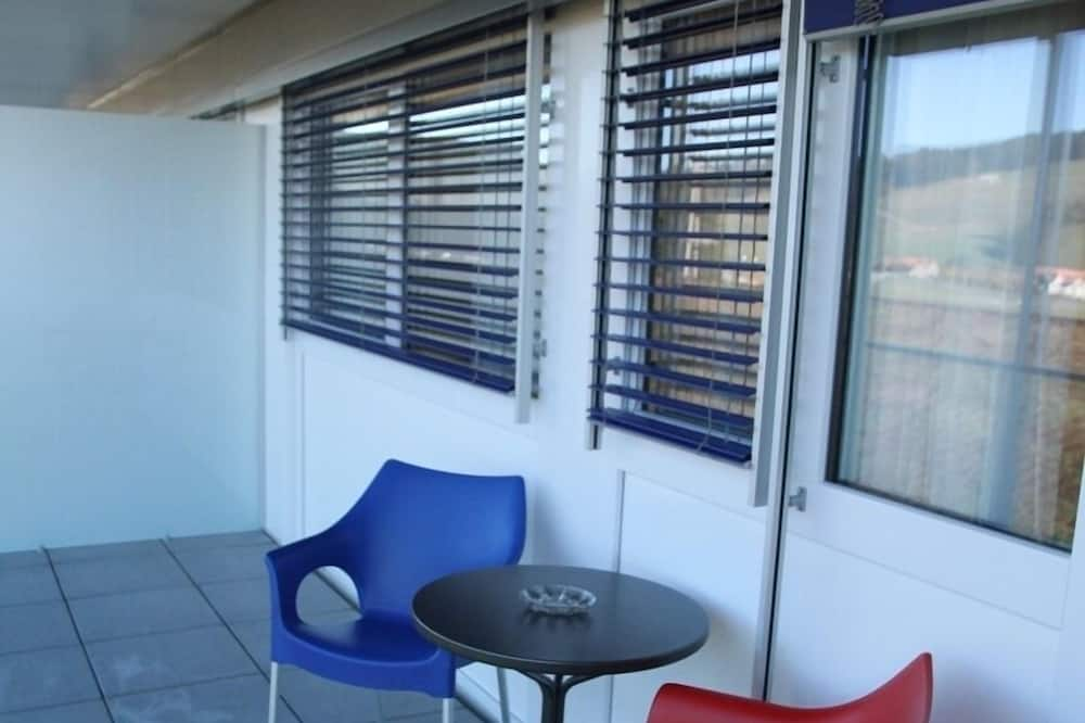 Pokój dwuosobowy typu Deluxe, Łóżko king, balkon, widok na wzgórze - Balkon