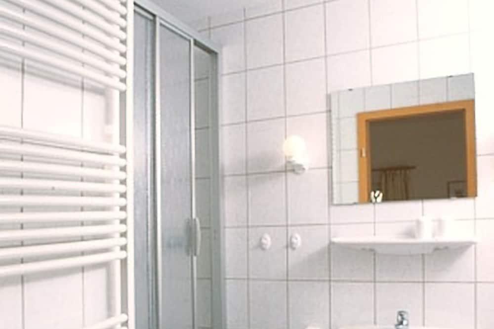 Chambre Double, balcon - Salle de bain